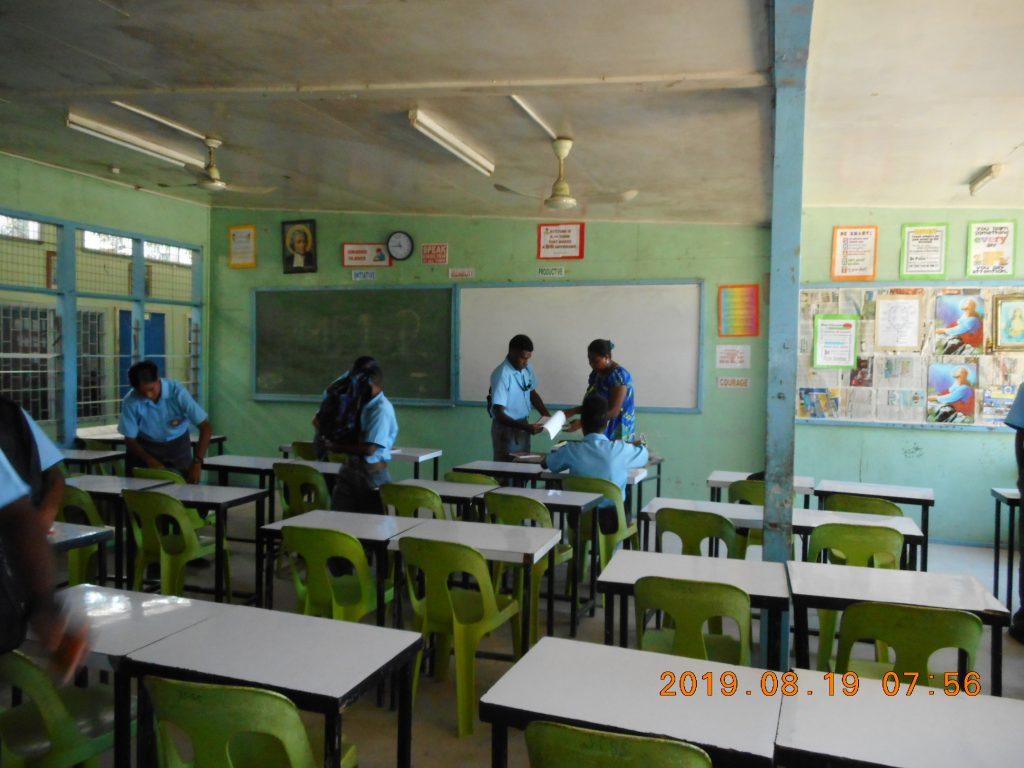 パプアニューギニア2日目:高校の教室風景