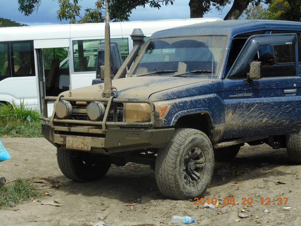 パプアニューギニア3日目:ホストファーザーの車