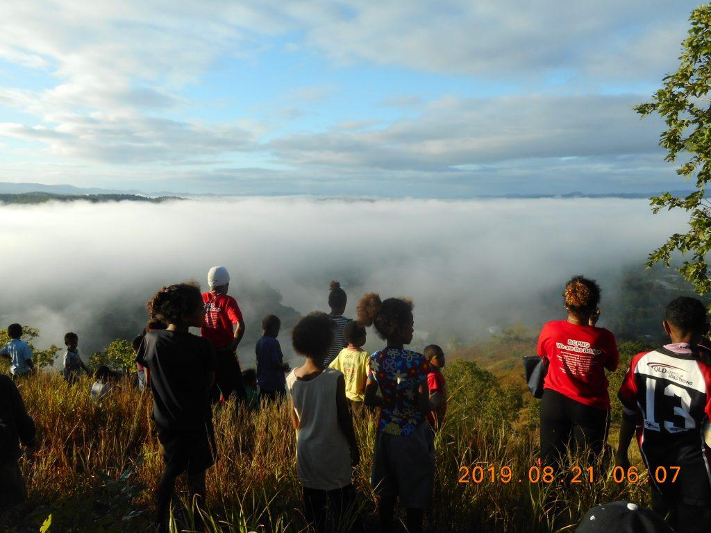 パプアニューギニア4日目:山の上まで散歩
