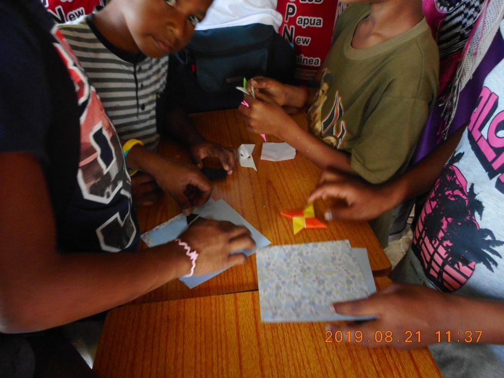パプアニューギニア4日目:折り紙教室