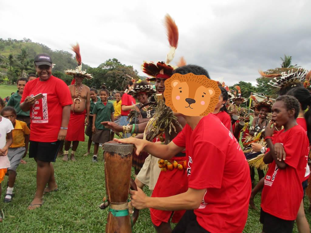 パプアニューギニア3日目:リゴ村で歌と踊りの歓迎