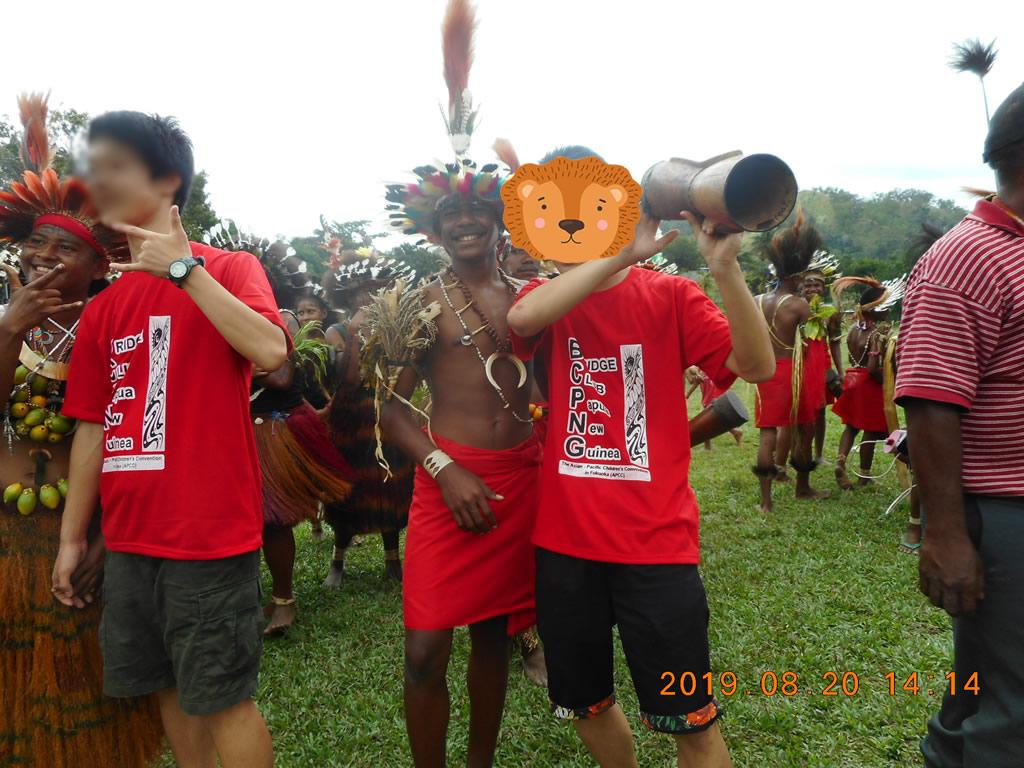 パプアニューギニア3日目:リゴ村で楽器と踊りで歓迎
