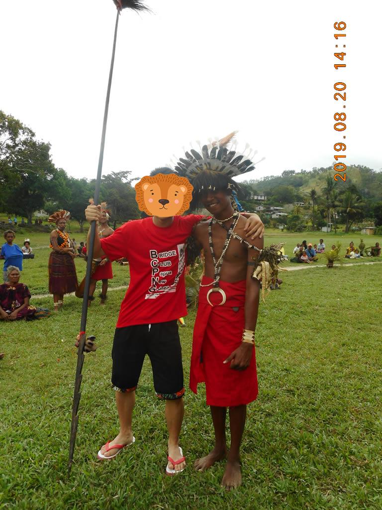 パプアニューギニア3日目:動物の牙・木の実のアクセサリー