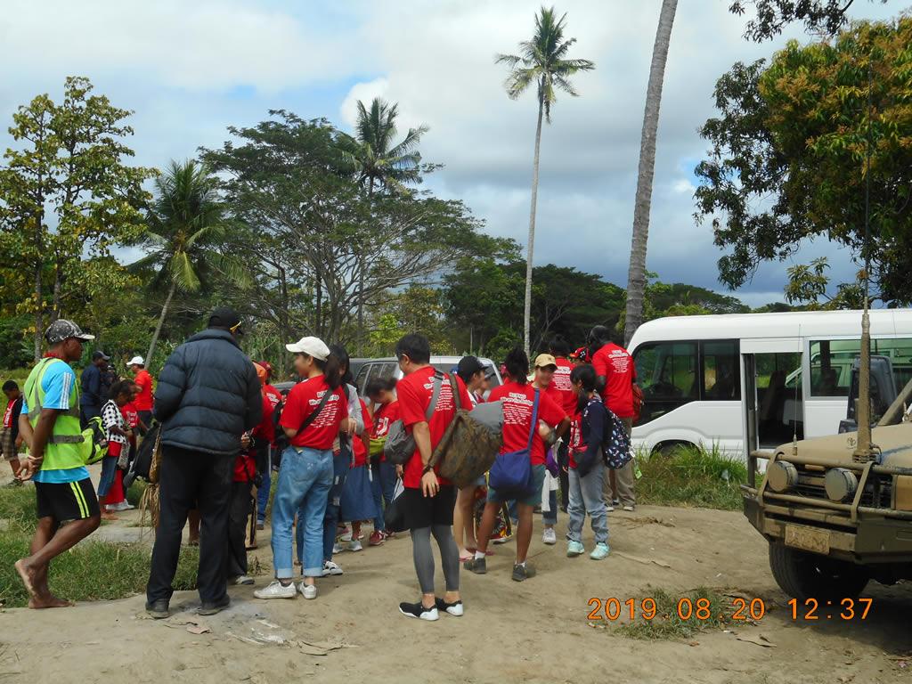 パプアニューギニア3日目:車を降りて船で移動