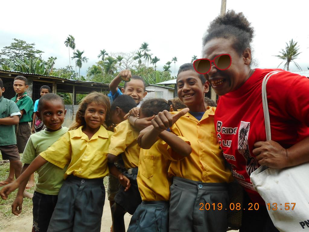 パプアニューギニア3日目:リゴ村の子供たち